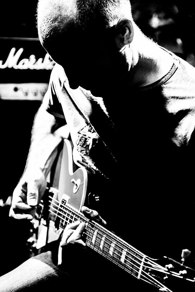Денис Плебейский. Гитарист группы Например. Волгоград.