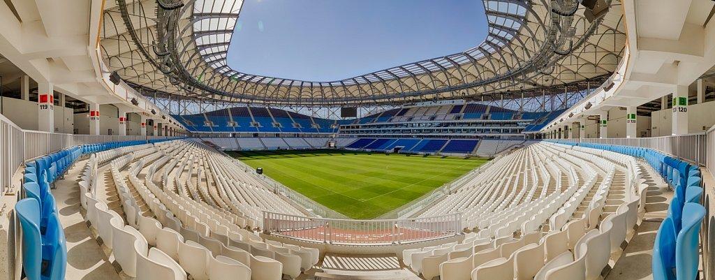 Панорамная фотография трибун и футбольного поля стадиона Волгоград Арена